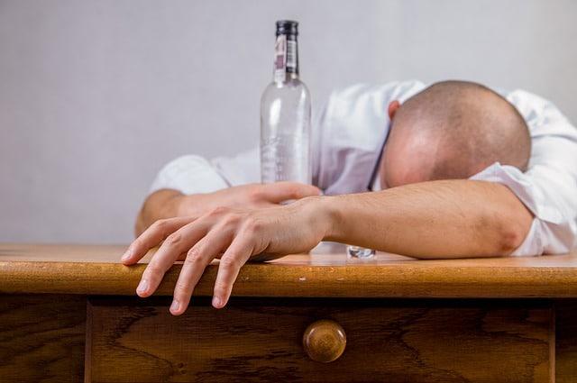 Dipsomani epsilon alkol bagimliligi alkolizm nedir nedenleri tedavisi - Dipsomani
