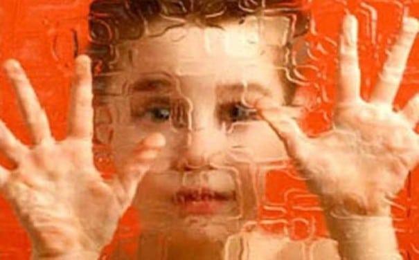 ocuğumotizmmi e1450779805499 - Çocuğum Otizm Mi ? - Erken Dönemde Anlamak
