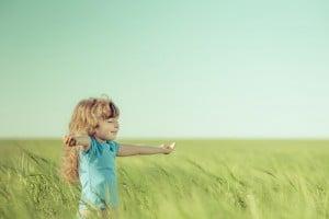 Küçük Bir Kız Çocuğu, Hayal Dünyası Ve Öğrettikleri - Esin Nur Akyıldız