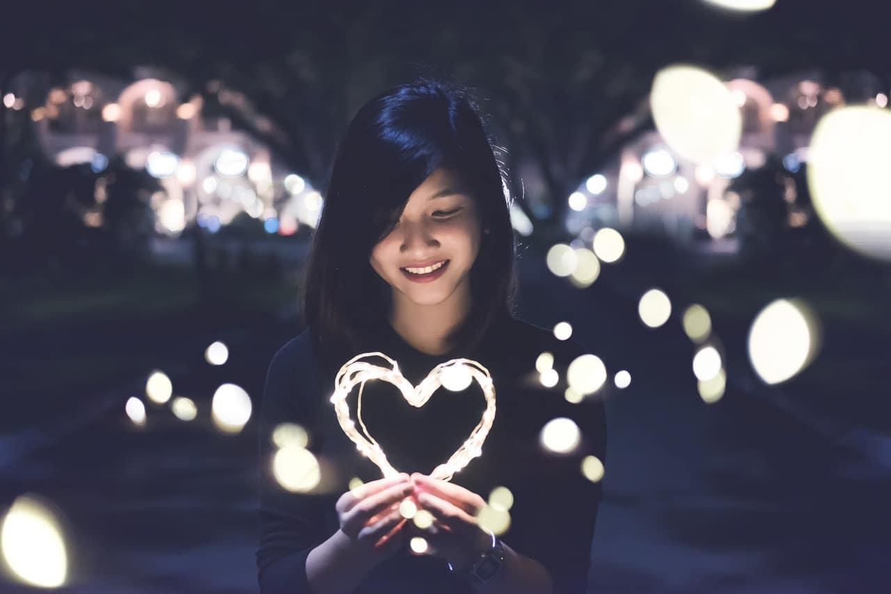 Kendini Sevmeyen Biri Başka Birini Sevebilir mi Esin Nur Akyıldız - Kendini Sevmeyen Biri, Başka Birini Sevebilir mi?